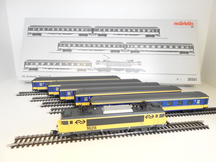 Märklin H0 - 26561 - Train set - Express train with 1800 Series and 5 ICL carriages - NS