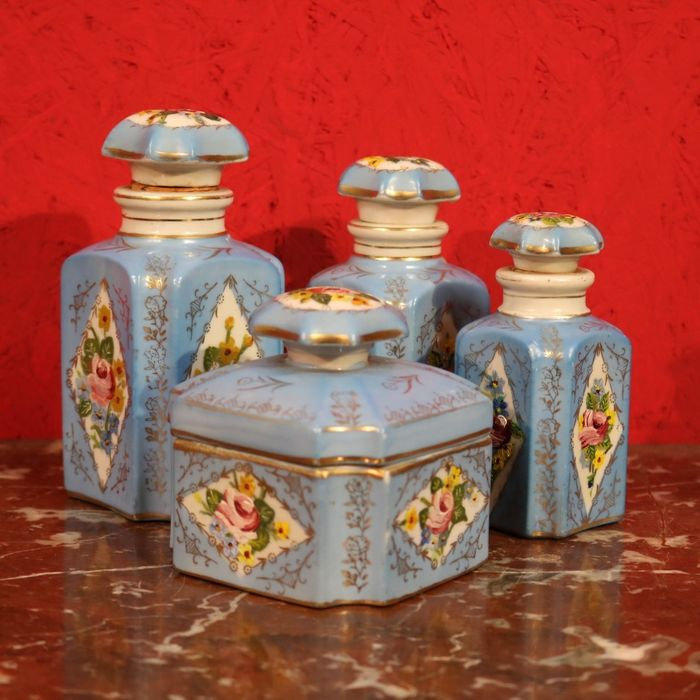 Paris (?) - Antique vanity set - Porcelain