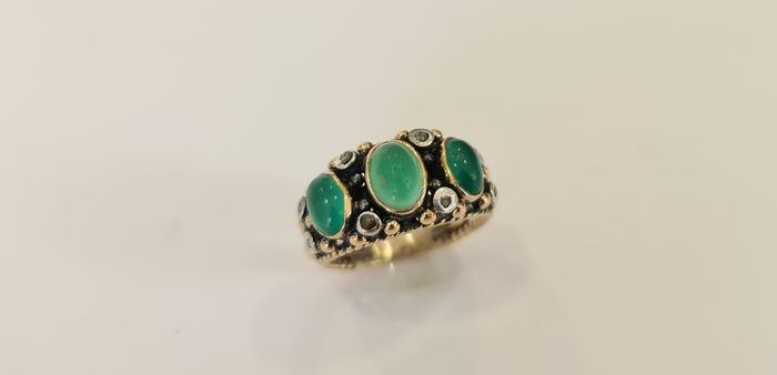 19,2 kt. Gold - Ring - 2.98 ct jadeite - Diamonds