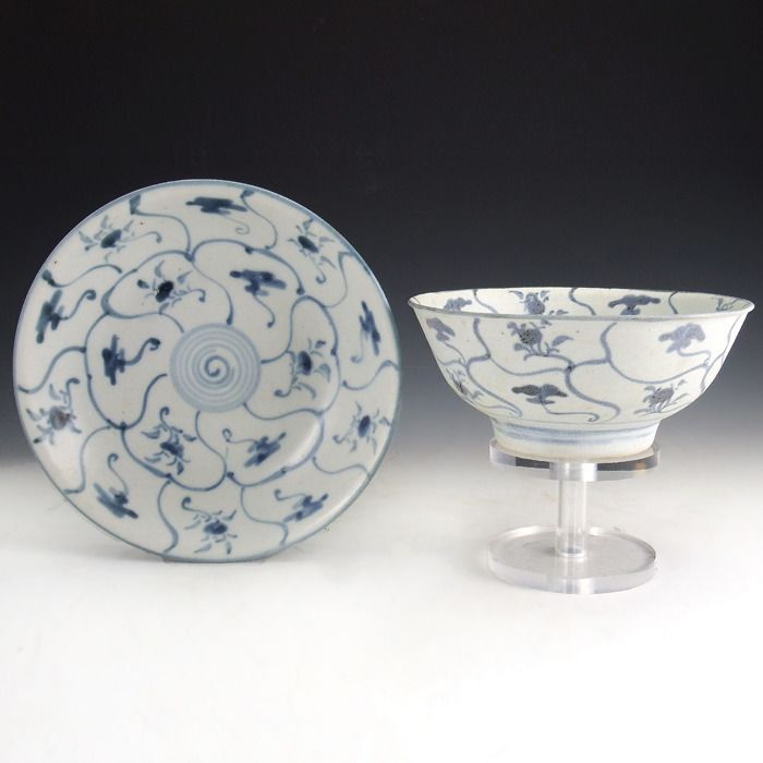 Tek Sing Cargo Shipwreck Porcelain 'Spiral and Lotus' blue and white porcelain bowl and dish