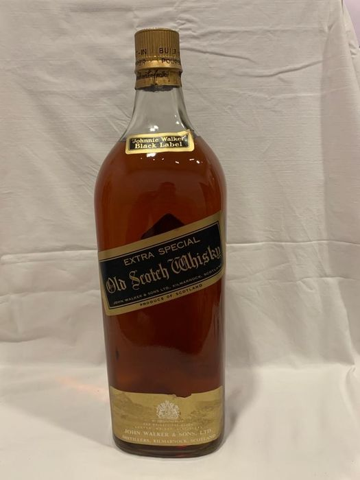 Johnnie Walker Black Label Extra Special Old Scotch Whisky w/built-in pourer - b. Jaren 1960 - 1 Imperial Gallon / 4,54 Litre