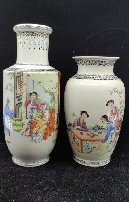 Vases (2) - Famille rose - Porcelain - China - Second half 20th century