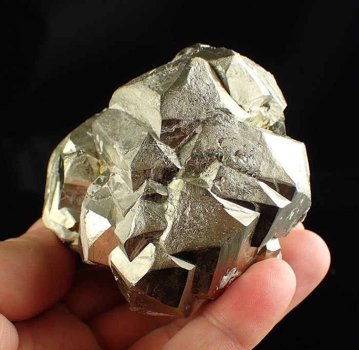 Pyrite Huge Group Of Lustrous Crystals - 75×70×53 mm - 753 g