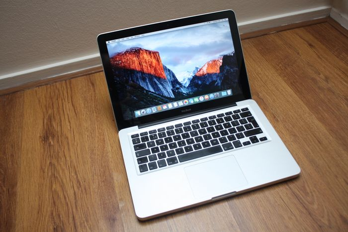 Apple MacBook Pro 13 inch - Intel Core2Duo 2.0Ghz, 5 GB DDR3 RAM, 64 GB SSD - Új töltővel