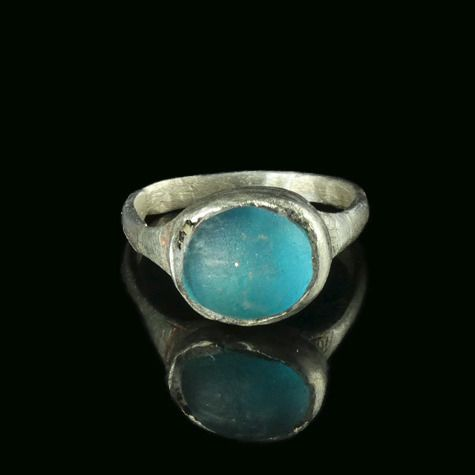 Late Roman/Early Byzantine Silver Ring with blue glass cabochon - (1)