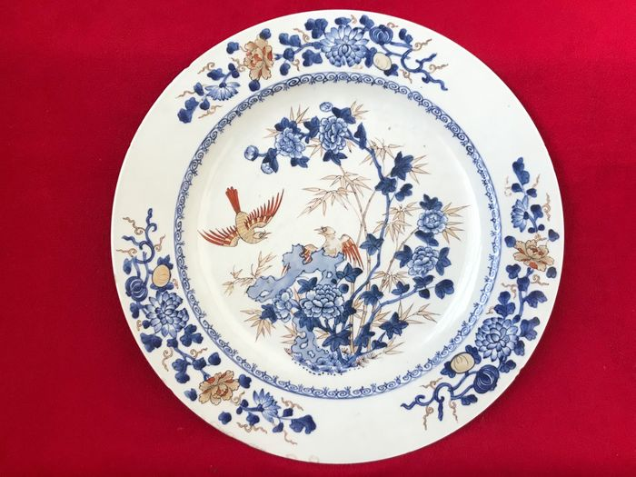 A VERY LARGE CHINESE IMARI AND GILT CHARGER - Porcelain - China - Kangxi (1662-1722)