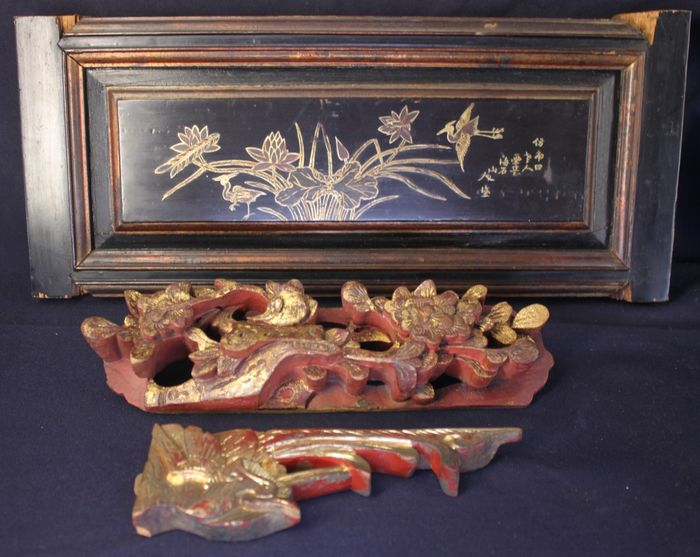Ornaments, Panel (3) - gold painted - Gilt lacquered wood - Bird, Flowers, Lotus, calligraphy - 40.5cmL 3.5cm thick framed gold painting and 2 carving ornaments - China - Late Qing dynasty (1644-1912)