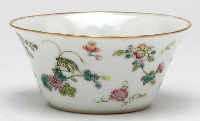 Ciotola - Porcellana - A Famille Rose Enamel Floral Cricket Bowl, Daoguang Six Character Mark And Of The Period - Cina - Daoguang (1821-1850)