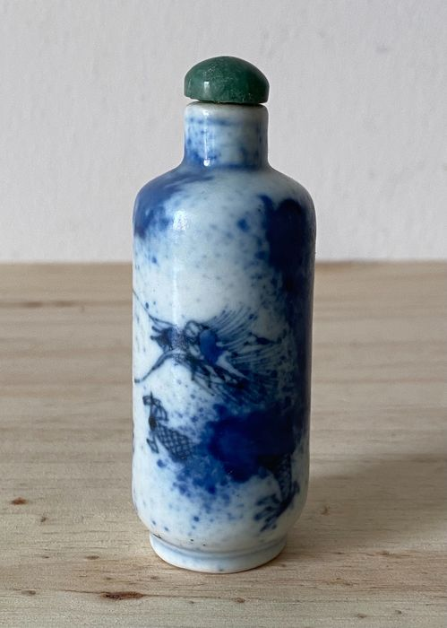 Snuff bottle - Blue and white - Porcelain - Dragon - China - Late 19th century