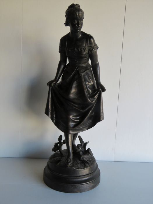 Eutrope Bouret (1833-1906) - Sculpture, Lady making knee bend - 55 cm - Spelter - Late 19th century