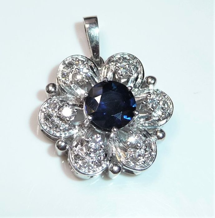 18 kt. White gold - Pendant - 1.00 ct Sapphire + 0.40 ct. diamonds