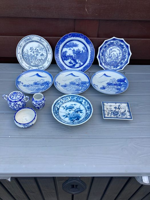 Antique Chinese blue and white plates and other items (5) - Blue and white - Ceramic, Earthenware, Porcelain - floral / rural scenes - China - 19th century