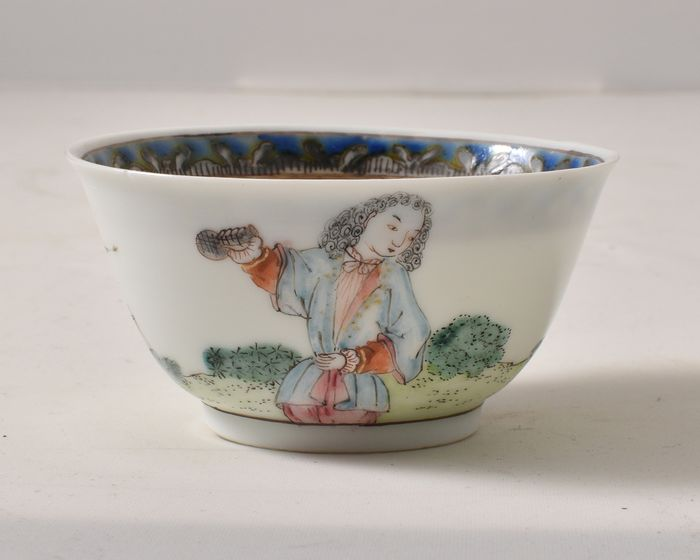 A VERY FINE AND RARE CHINESE FAMILLE ROSE TEA BOWL WITH EUROPEAN DECORATION - Porcelain - China - Qianlong (1736-1795)