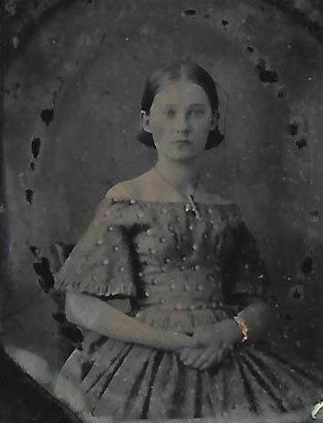 . Fine quality ambrotype of a lady with nice necklace and bracelet. 19th century