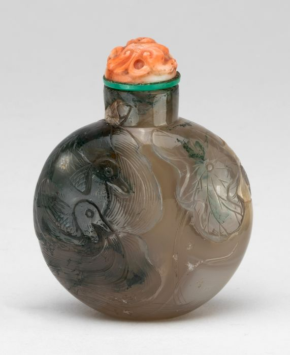 Tabacchiera - Agata - A Finely Carved Agate Snuff Bottle With Ducks And Lotus - Cina - XVIII / XIX secolo