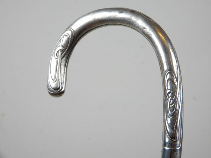 Walking cane with silver handle in Art Nouveau style