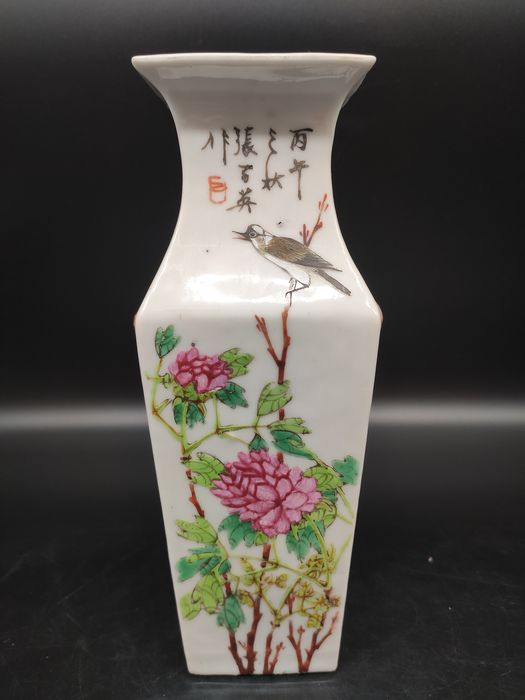 square vase - Famille rose - Porcelain - Bird, Flowers - China - Republic period (1912-1949)