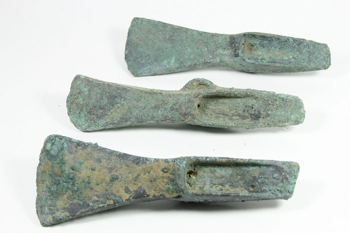 Prehistoric, Bronze Age Bronze 3 patinated axes, different types - 160 mm - (3)