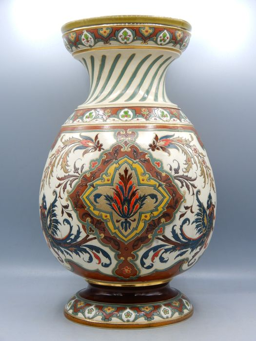 M. Hein - Boch Mettlach - A finely painted vase