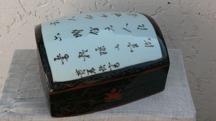 jewelry box (1) - Lacquered wood, porcelain - China - Mid 20th century