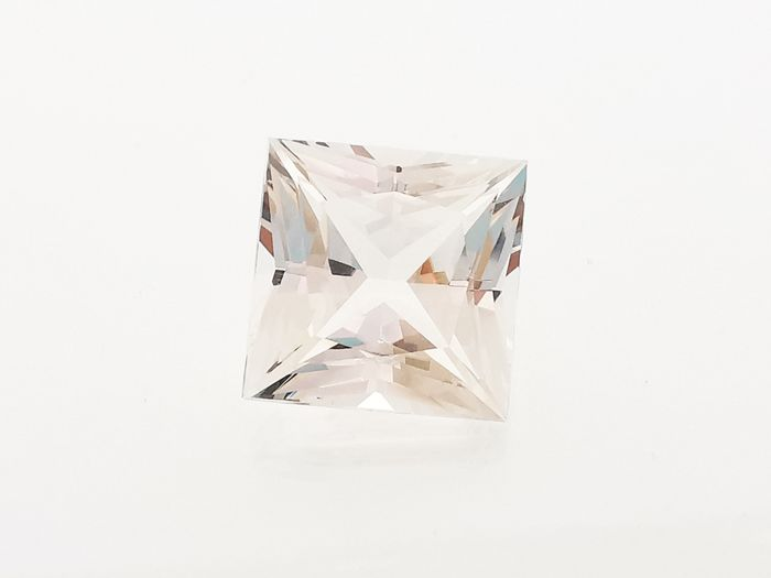 Colourless Topaz - 43.30 ct