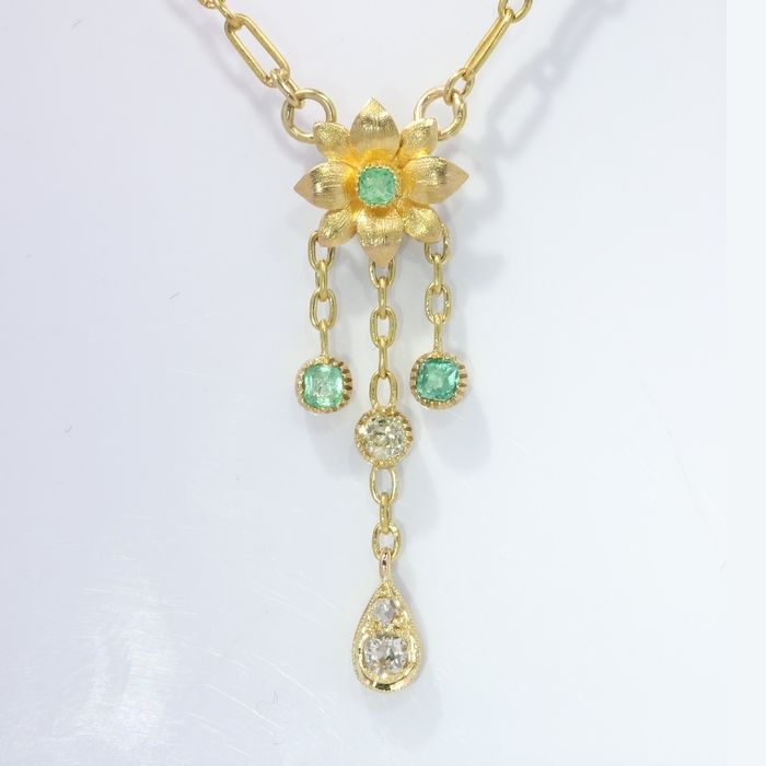 18 kt. Yellow gold - Necklace with pendant, Antique Victorian, Anno 1890 - 0.26 ct Emerald - Diamonds, Natural (untreated)