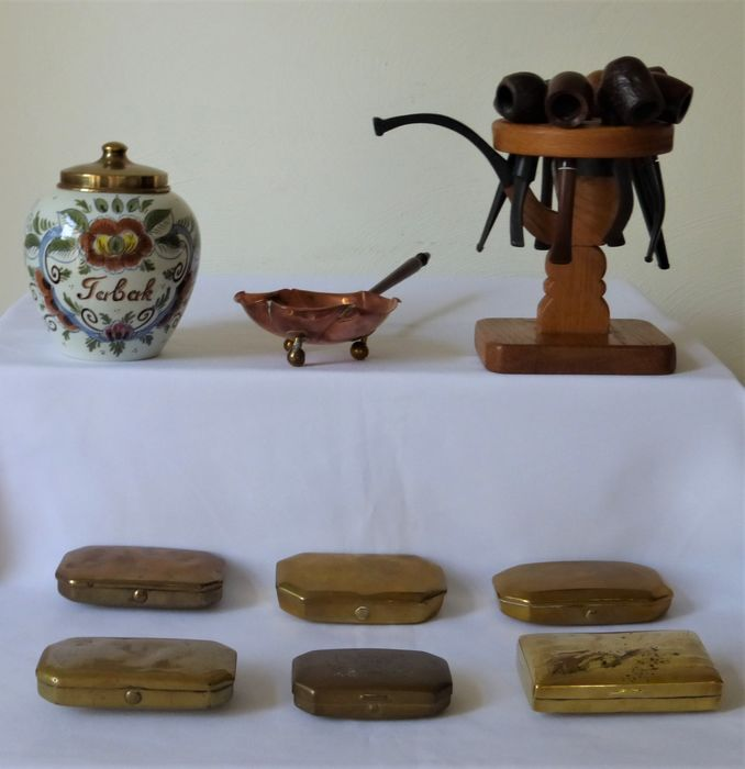 Antique pipe rack - 8 pipes - tobacco jar - pipe stove - 6 tobacco boxes - 17