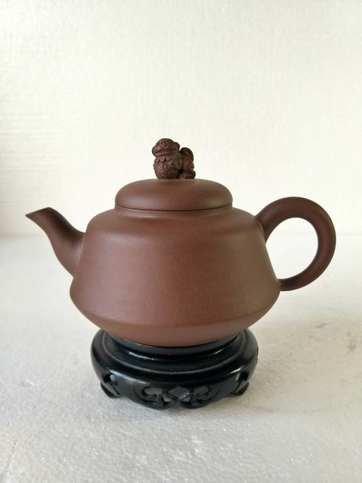 Teapot - Yixing clay - China - Mid 20th century