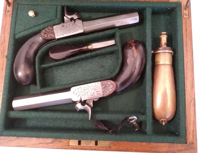 France - SIGNED F.T. - boxlock - PAIR OF PISTOLS IN CASE - Percussion - Pistol - 13