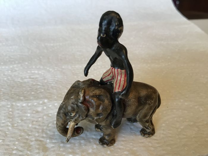 Sculpture, Vienna Bronze - The Child on the Elephant - Bronze (cold painted) - Early 20th century