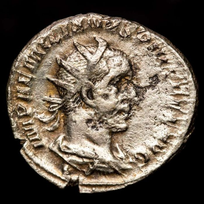 Romeinse Rijk - AR Antoninianus, Aemilian (253 A.D.). Rome - VICTORIA AVG Victory advancing left, holding wreath and palm frond - Zilver