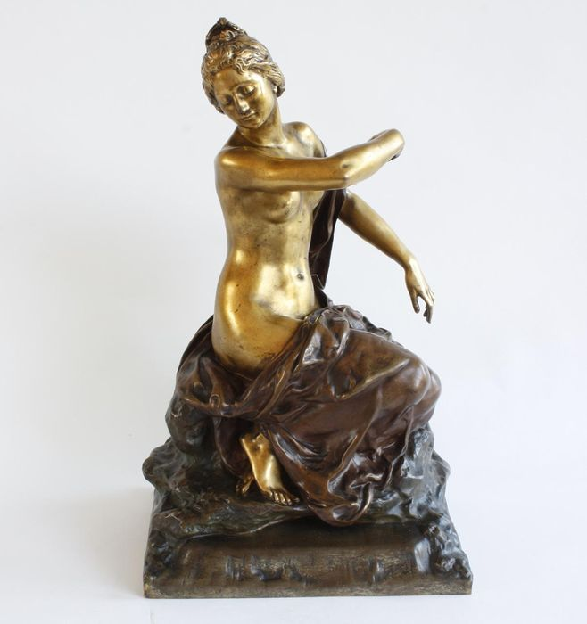 """Gustave Frederic Michel (1851-1924) - Susse freres editeurs Paris - Sculpture, large and beautifully executed statue of a seated half-naked woman """"Source Limpide"""" - 48 cm (1) - Bronze (patinated) - Early 20th century"""