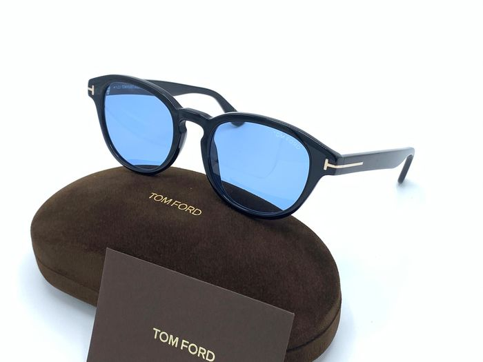 Tom Ford - *NEW* ''NO RESERVE'' Von Bulow FT0521 01V Sunglasses