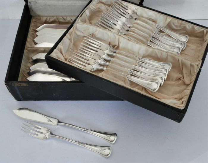 W&B 90 - Walbreu Besteckfabrik Brüderich, Düsseldorf - Jugendstil silver plated fish cutlery 12-person / 24-piece in a case