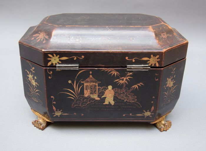 Antique Chinese tea caddy from around 1800 with lacquer work - Wood - China - Qing Dynasty (1644-1911)