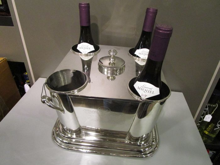 silver plated wine ice-bucket for 4 bottles with ice-compartment in the middle