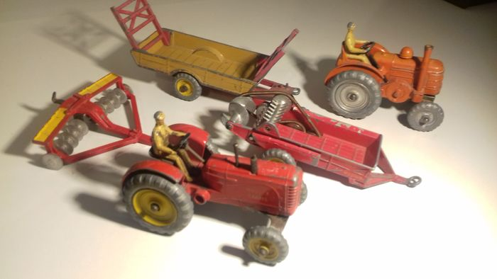 Dinky Toys - 1:43 - Dinky Toy tractor Massey-Harris en andere