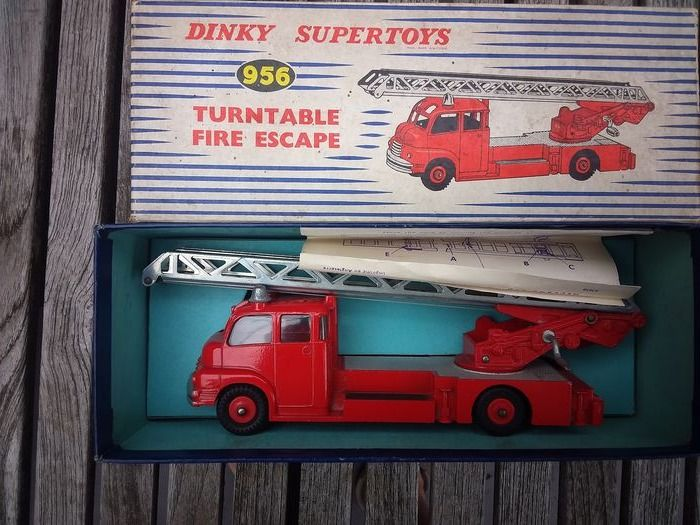 Dinky Toys - 1:43 - 956 Bedford turntable fire escape