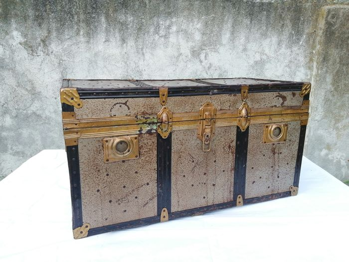 Great travel trunk from the early 1900s