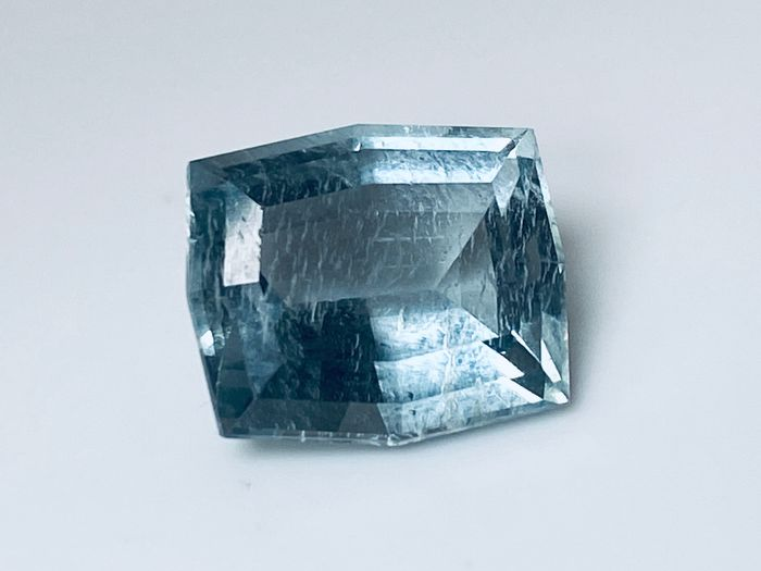 light Blue Aquamarine - 5.10 ct