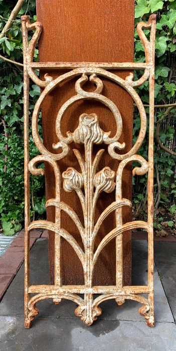 Ornate symmetrical Art Nouveau style window grill - H: 80 cm. - Iron (cast/wrought) - 20th century