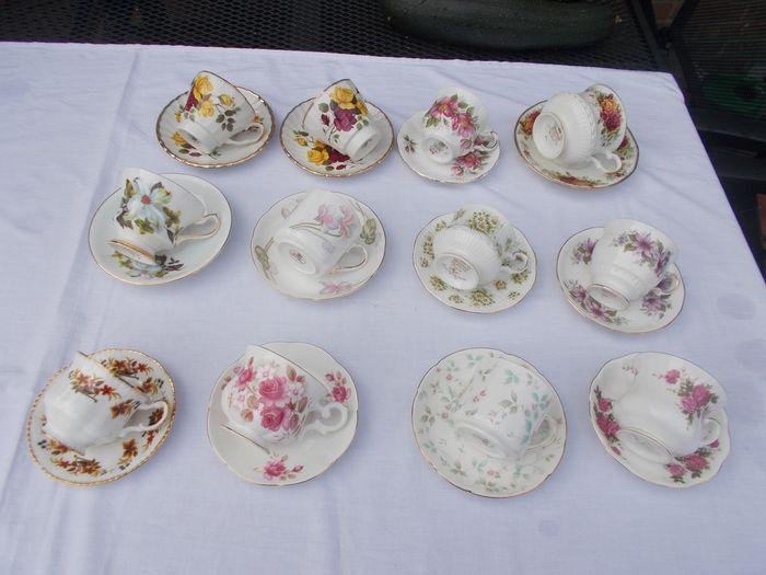 English cups and saucers (12) - Porcelain
