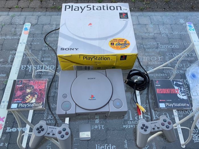 1 Sony - PS1 in box (2)