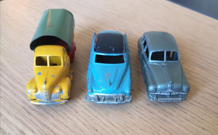 Dinky Toys - 1:43 - Buick Roadmaster, Studebaker Camionnette Bachée, Ford Vedette
