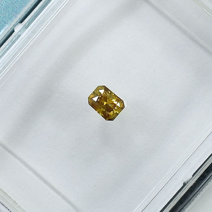Diamante - 0.11 ct - Radiante - Natural Fancy Intense Greenish Yellow - Si1 - NO RESERVE PRICE