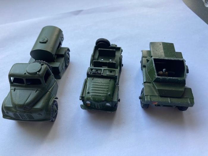 Dinky Toys - 1:43 - Dinky toys 643 army water tanker 673 scout car en 674 Austin champ