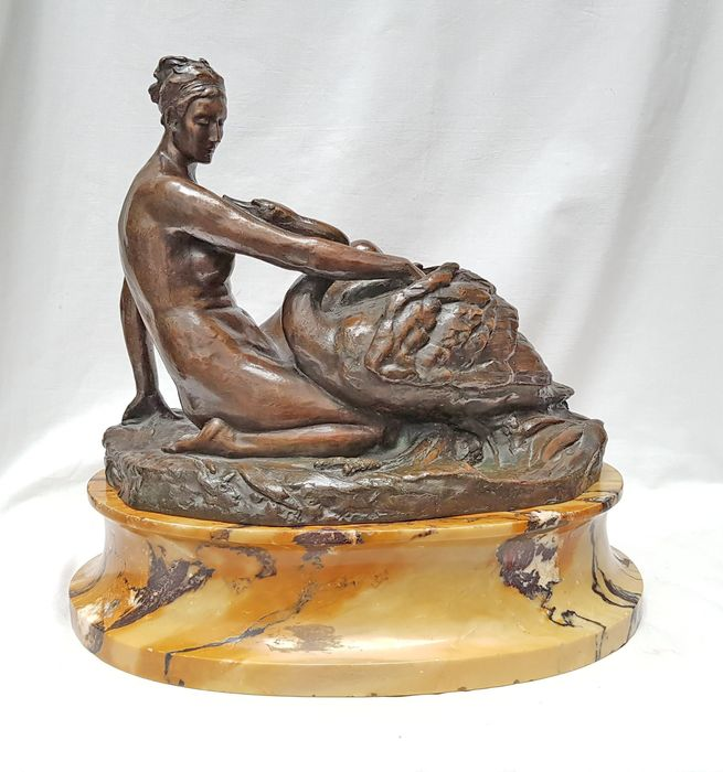 Auguste Puttemans (1866-1927) - Batardy Frères & Cie Bruxelles - Sculpture, Leda and the Swan - Bronze (patinated), Marble - about 1900