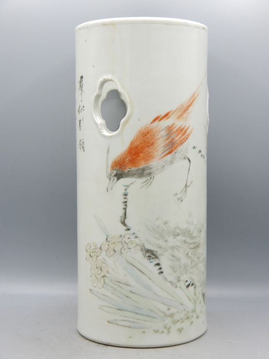 Cylindrical hat stand with painted bird - Porcelain - China - Republic period (1912-1949)