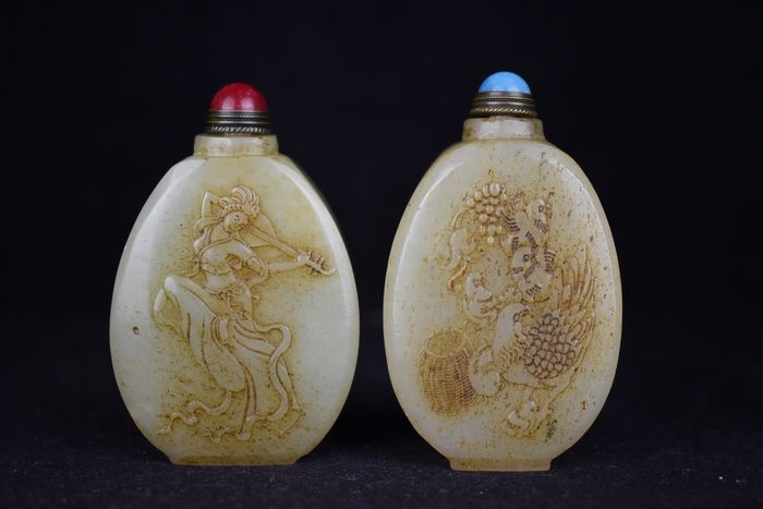Snuff bottle (2) - Jade (untested) - China - Late 20th century