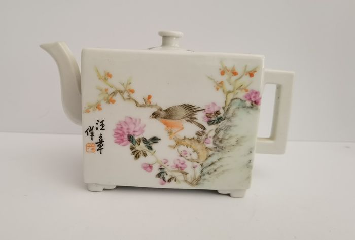 Teapot (1) - Porcelain - China - Late 20th century